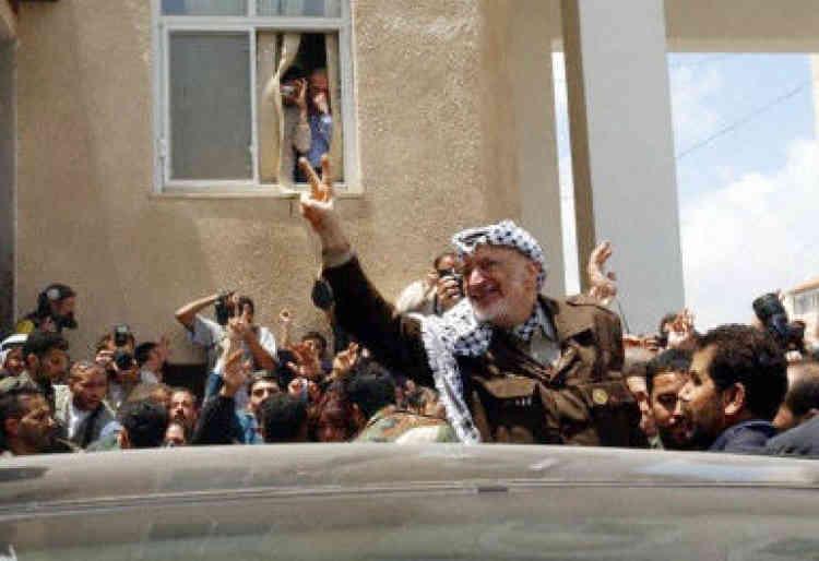 Yasser Arafat est sorti de son QG de Ramallah, le 2 mai 2002