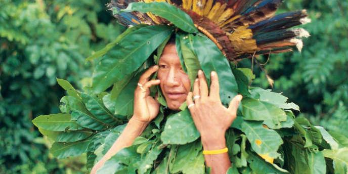 Homme au cours d'une présentation cérémonielle Yanomami. Amazonas, 1997.
