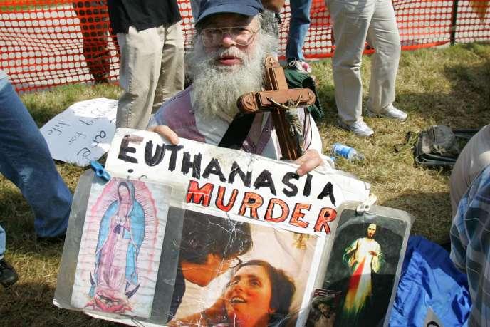Après l'annonce de la mort de Terri Schiavo dans le parc Pinellas en Floride, le 31 mars 2005.