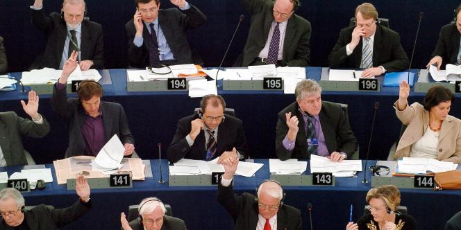 En 2007, les députés européens votaient en faveur de l'adhésion de la Roumanie et de la Bulgarie à l'Union européenne.