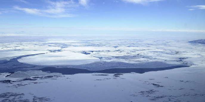 La glace de l'Antarctique renferme des particules venues d'ailleurs. Raison de plus pour y maintenir des équipes de recherches et des militaires