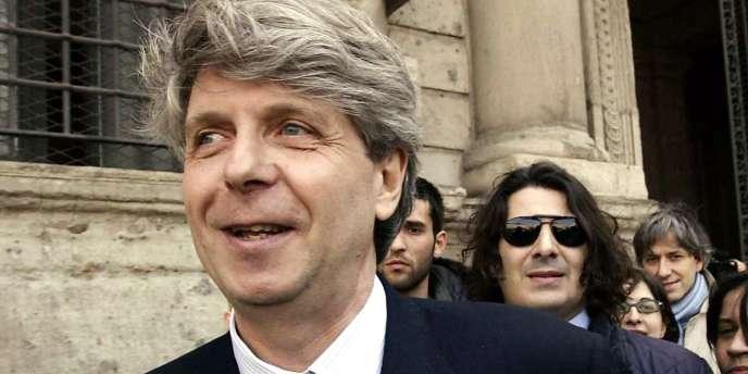 Le ministère de la culture a annoncé, lundi 8 octobre, que l'actuel surintendant de la Scala de Milan prendrait la tête du temple parisien de l'art lyrique à compter de septembre 2015.