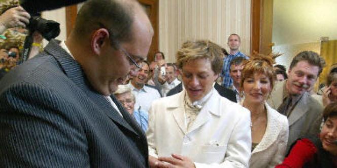 Célébré à Bègles en juin 2004, le mariage de deux homosexuels a été définitivement annulé par la Cour de cassation le 13 mars 2007.