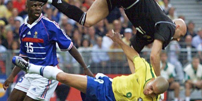 Le choc entre Barthez et Ronaldo lors de la finale de la Coupe du monde 1998l.