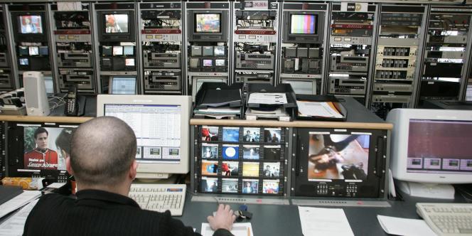 Les 18 chaînes gratuites de la TNT remportent un succès considérable auprès des téléspectateurs, les programmes payants, en revanche, peinent à trouver leur public.