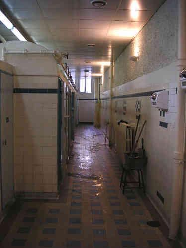 Les bains-douches parisiens sont devenus gratuits le 1er mars 2000.