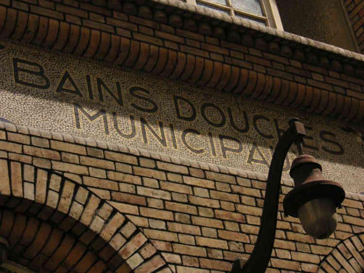 Question santé, aucune épidémie n'a été constatée. La mairie de Paris a crée une permanence médicale hebdomadaire aux bains-douches municipaux de la rue des Deux-ponts, dans le 1er arrondissement de Paris.