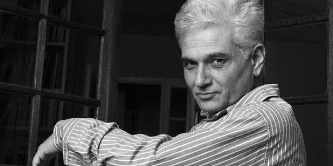Jacques Derrida (1930-2004), portrait non daté.  Il fut l'un des quatre fondateurs, avec Jean-Pierre Faye, François Châtelet (1925-1985) et Dominique Lecourt, du Collège international de philosophie (CIPH), qui fête ses trente ans cette année.