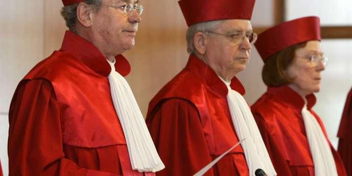 Depuis sa création en 1951, la Cour constitutionnelle allemande a plusieurs fois mis à l'épreuve la patience des chanceliers, à commencer par Konrad Adenauer, qui la qualifiait de