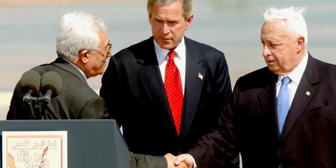 Après s'y être longuement opposé, Ariel Sharon approuve la