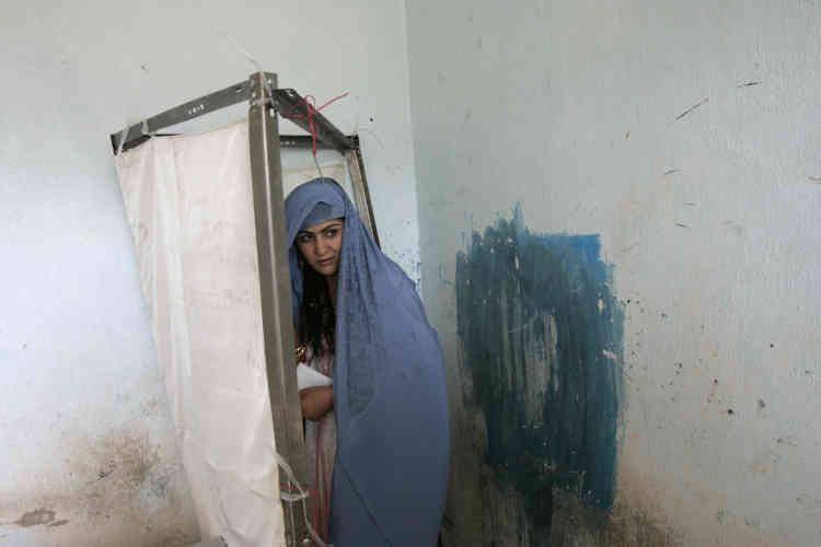9 octobre 2004 : jour des élections présidentielles. Pour la première fois depuis 20 ans, les Afghanes se rendent aux urnes.