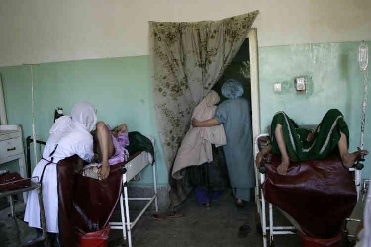Le taux de mortalité maternelle est de 450 pour 100 000 naissances dans les pays en développement contre 9 pour 100 000 en moyenne dans les pays développés.