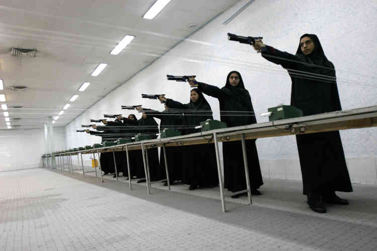 L' abaia - le voile en Iran - est aussi conservé pendant les séances d'entraînement.