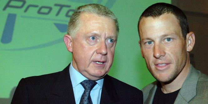 Hein Verbruggen, président de l'Union cycliste internationale de 1991 à 2005, ici avec Lance Armstrong, en 2005.