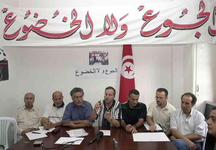 """huit personnalités de l'opposition et de la société civile avaient entamé, mardi 25, une grève de la faim """"illimitée""""."""