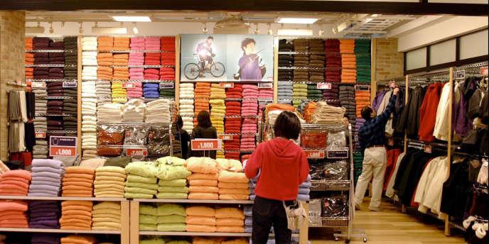 Le groupe japonais d'habillement Fast Retailing, propriétaire de la marque Uniqlo, a annoncé vendredi 30 novembre l'acquisition de la griffe de vêtements américaine J Brand pour un montant de 300 millions de dollars.