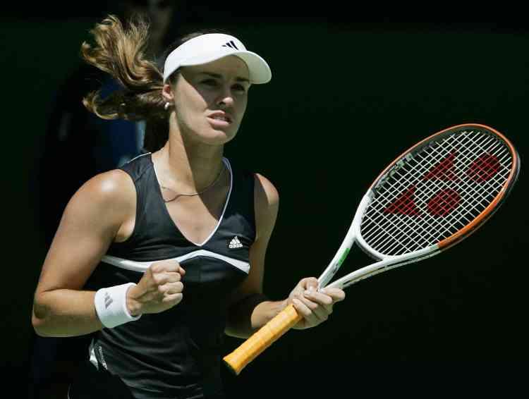Martina Hingis croit de plus en plus  en ses chances, après une facile victoire sur la Tchèque Iveta Benesova en deux sets  6-4, 6-1. Cette joueuse, 42e mondiale, avait réussi l'exploit de sortir Mary Pierce au tour précédent.