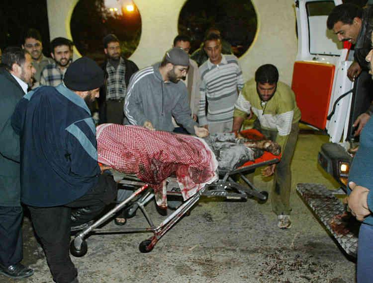 Alors qu'il sortait d'une mosquée après la prière du matin, le cheikh Ahmed Yassine, chef spirituel du Mouvement de la résistance islamique (Hamas), a été tué par un missile tiré par l'armée israélienne.