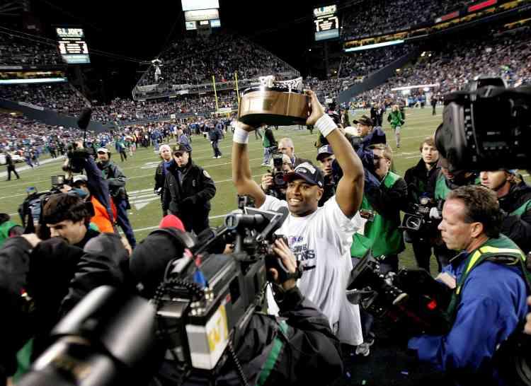 Seattle a obtenu le premier ticket de son histoire pour le Superbowl - la finale du Championnat de football américain - en  battant les Carolina Panthers. Son adversaire sera Pittsburgh, qui compte déjà quatre trophées à son palmarès, tous obtenus entre 1975 et 1980.