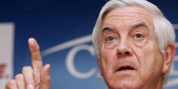 La directive présentée par l'ancien commissaire libéral, Frits Bolkestein, et le fameux « plombier polonais », avaient enflammé les débats sur la Constitution européenne, en 2005.
