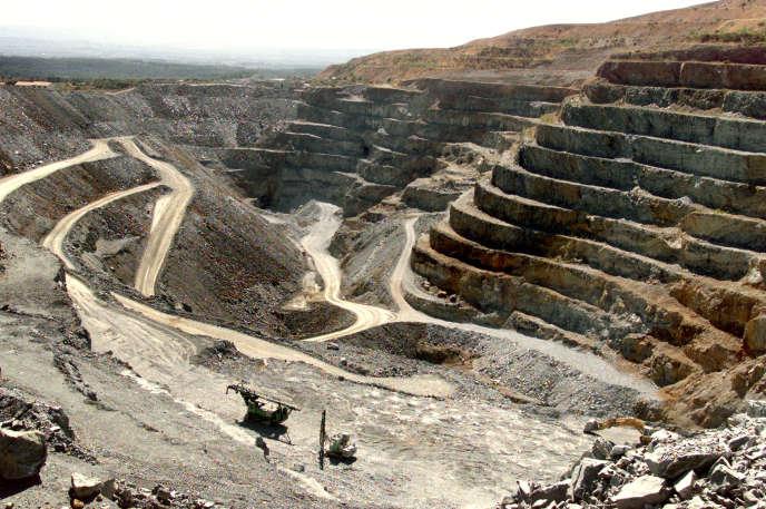 Vue générale de la mine d'or de Salsigne, dans l'Aude, près de Carcassonne, le 30 juin 2000.