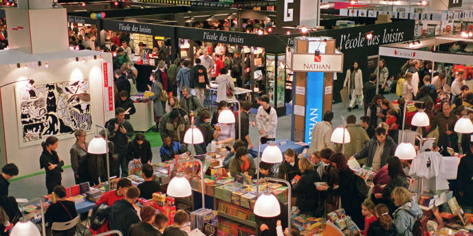 Le stand de la maison d'édition L'Ecole des loisirs au Salon du livre de Montreuil, en décembre 2002.