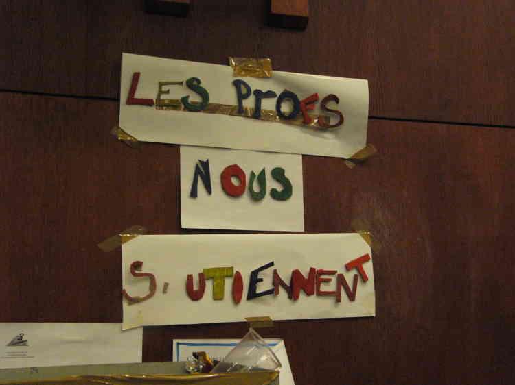 Une partie du personnel de Censie, en grève, soutient les anti-CPE.