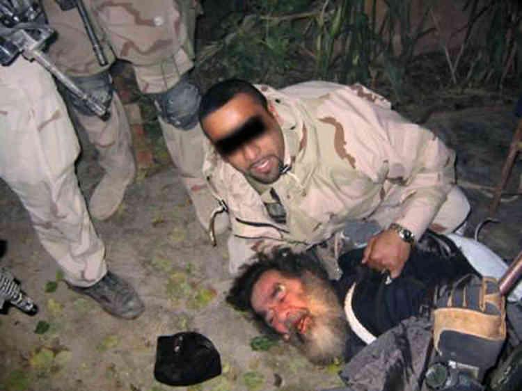 Les soldats américains sont parvenus à localiser la cache de Saddam Hussein, dans la ville d'Al-Dawr, près de la ville natale du raïs, Tikrit, dans le nord de l'Irak. Le président semble épuisé par les conditions de sa clandestinité.