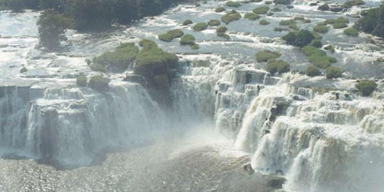 """Résultat de recherche d'images pour """"fleuve congo chutes"""""""""""