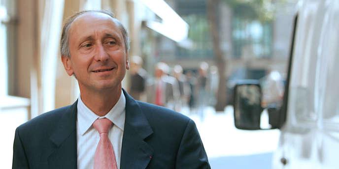 Le parquet de Nanterre, dirigé par Philippe Courroye, refuse à ce stade de confier l'enquête sur le dossier Bettencourt à un juge d'instruction.