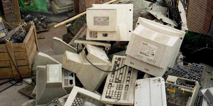 Chaque Français produit environ entre 16 et 20 kg de déchets d'équipements électriques et électroniques (DEEE) par an.
