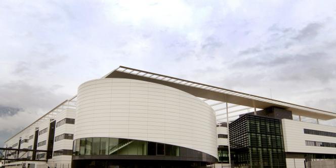 Photo prise le 18 mai 2006 à Grenoble, du nouveau bâtiment de Minatec, un centre mariant recherche, enseignement, développement industriel des micro et nanotechnologies qui fera travailler 4 000 personnes.