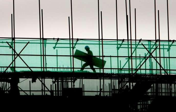Un ouvrier du bâtiment.