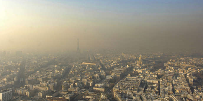 Vue de Paris un jour d'alerte à la pollution.