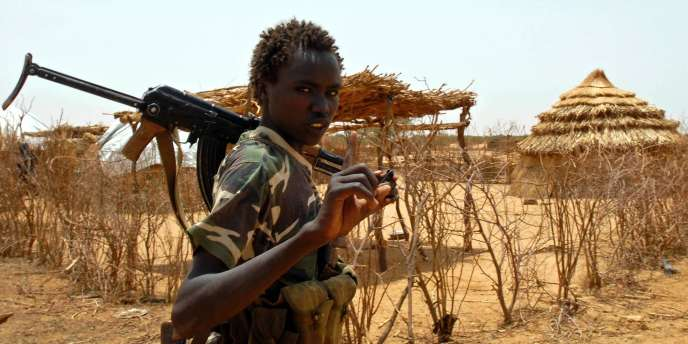 Seuls deux pays n'ont pas ratifié la Convention internationale des droits de l'enfant, qui fixe à 15 ans l'âge minimum d'enrôlement volontaire et à 18 ans l'âge de participation directe aux hostilités, il s'agit des Etats-Unis et de la Somalie.