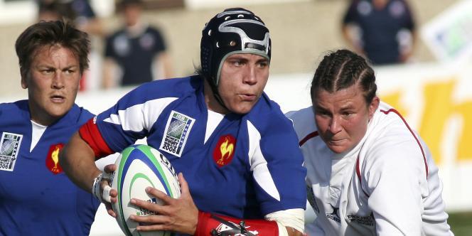 Delphine Plantet de l'équipe de France de rugby féminin, face aux Anglaises, victorieuses à Edmonton (Canada).