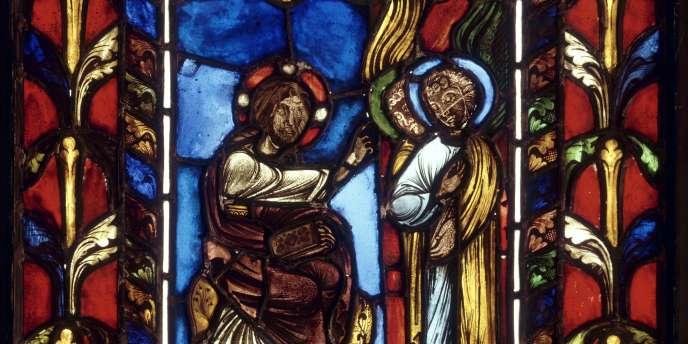 La légende voudrait que les vitraux soient plus épais à la base à cause de l'écoulement du verre au fil des siècles. Ici, un vitrail représentant le Christ réconforté par les anges (exposition