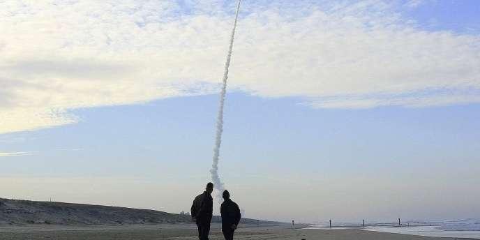 Tir d'essai, en novembre 2006, du missile M51, destiné à moderniser l'arsenal nucléaire français.