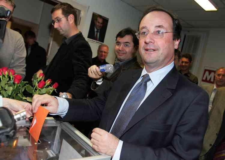Le numéro un du PS, François Hollande, avoté à Tulle, en Corrèze, le 16 novembre.