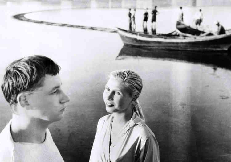 """Il est repéré au TNP par Agnès Varda. Elle le fait tourner dans """"La Pointe Courte"""", en 1954."""