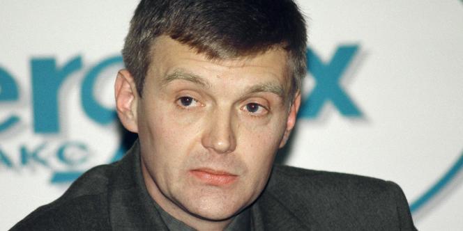 Alexandre Litvinenko, lors d'une conférence de presse, le 17 novembre 1998, lorsqu'il était encore un officier des services secrets russes.
