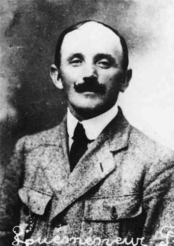 C'est au cours de cette année1923, lors d'un voyage d'affaires effectué entre la Bretagne et Paris, que Pierre Quéméneur disparaît sans laisser de traces.