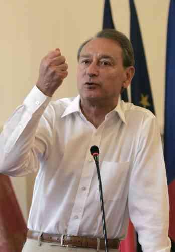 Le maire de Paris, Bertrand Delanoë, lors d'un discours à la mairie du 9e arrondissement de Paris, le 24 juin 2006.