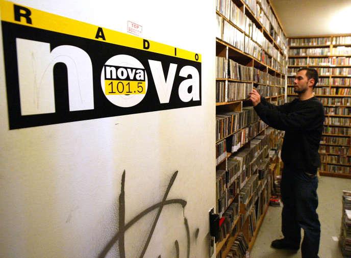 Les locaux de Radio Nova, radio libre créée en 1981 par Jean-François Bizot, à Paris en octobre 2002.