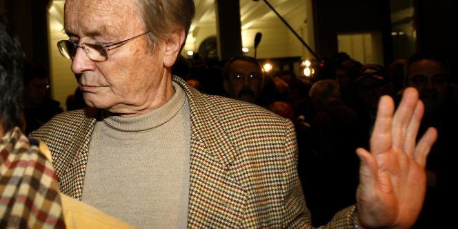 Maurice Agnelet, après avoir été acquitté du meurtre d'Agnès LeRoux, quitte le palais de justice de Nice, le 20décembre2006.