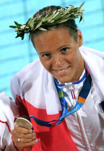 Aux Jeux olympiques d'Athènes, Laure Manaudou prend la deuxième place au 800m nage libre (8'24''96) et la troisième au 100m dos (1'00''88). Avec sa médaille d'or au 400m nage libre (4'05''34), elle donne à la France son premier titre olympique dans une épreuve de natation depuis Jean Boiteux à Helsinki en 1952.