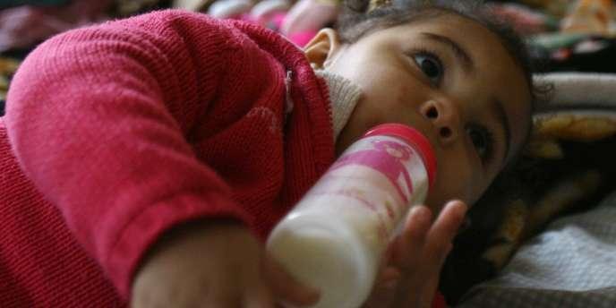 En raison de leur croissance rapide, les nourrissons et les enfants ont des besoins plus importants.