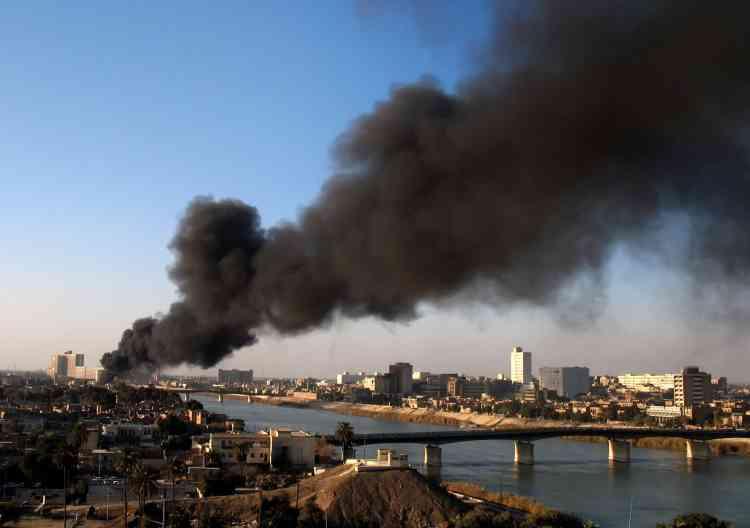 A Bagdad, des affrontements soutenus à l'arme automatique ont eu lieu dans Haïfa, quartier sunnite sur la rive ouest du Tigre et bastion de l'insurrection. Les violences confessionnelles entre milices armées chiites et groupes insurgés sunnites font chaque jour près d'une centaine de morts, en grande majorité des civils.