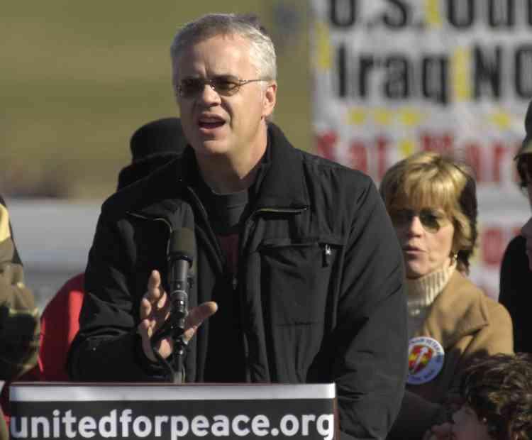 Tims Robbins, compagnon de Susan Sarrandon, lors de sa prise de parole, le 27 janvier 2007.