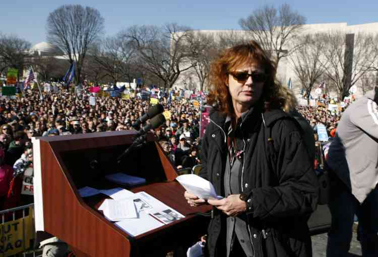 L'actrice Susan Sarandon après son intervention, lors de la manifestation contre l'envoi de troupes supplémentaires en Irak, sur le Mall de Washington.